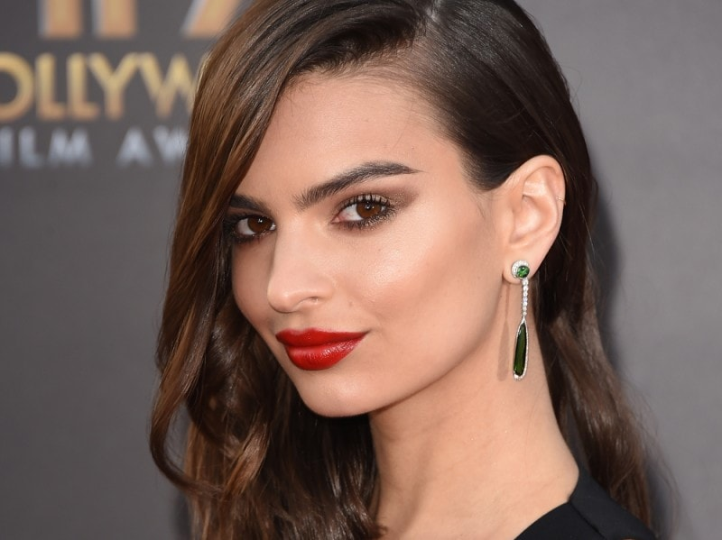 Emily-Ratajkowski-make-up-capelli-1