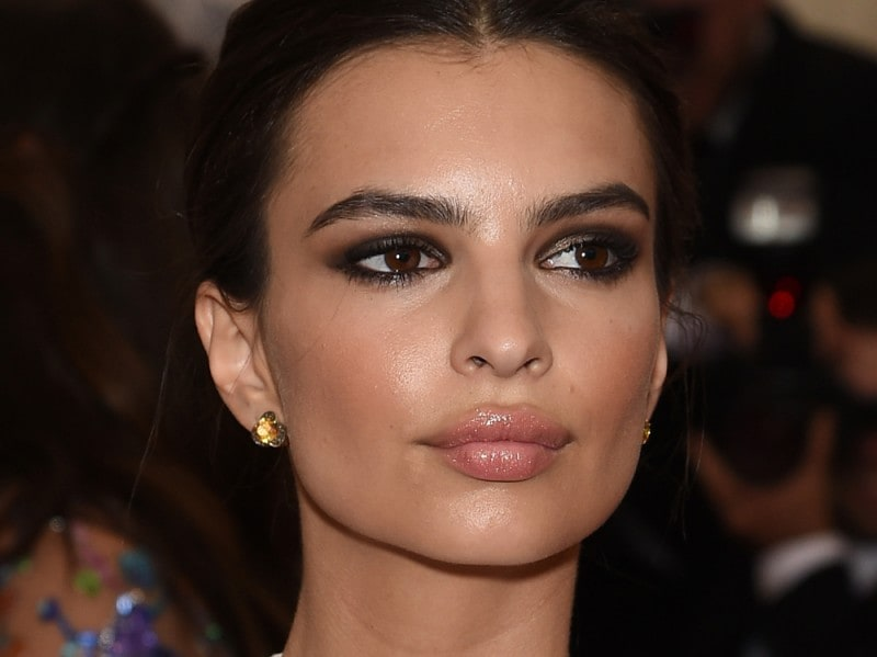 Emily-Ratajkowski-make-up-capelli-3