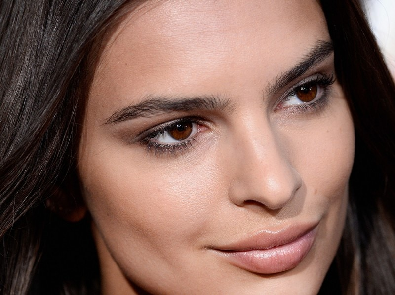 Emily-Ratajkowski-make-up-capelli-5