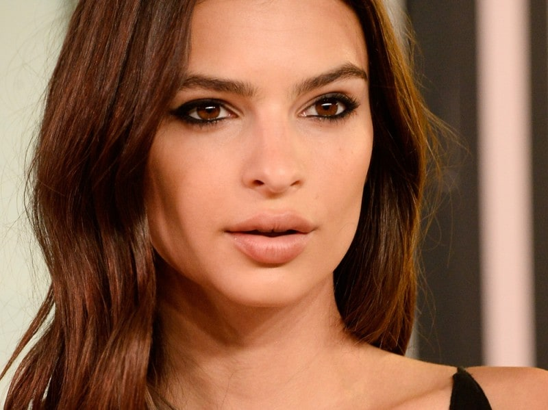 Emily-Ratajkowski-make-up-capelli-6