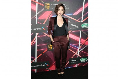 Lily Collins completo burgundy