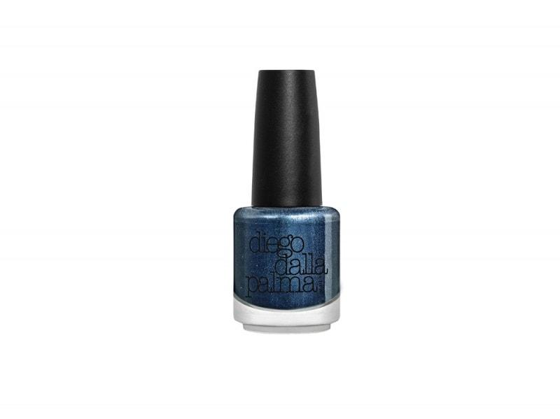 NFC520304_blue-velvet-nails