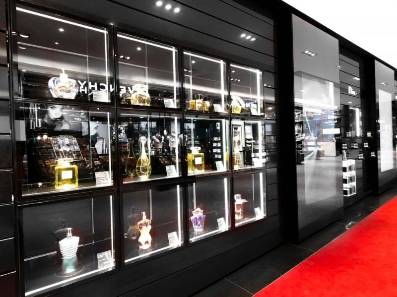 Sephora-CE-9978-giant fragrance wall-A