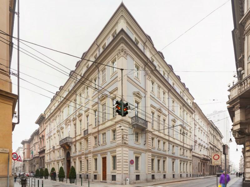The number 6 angolo edificio