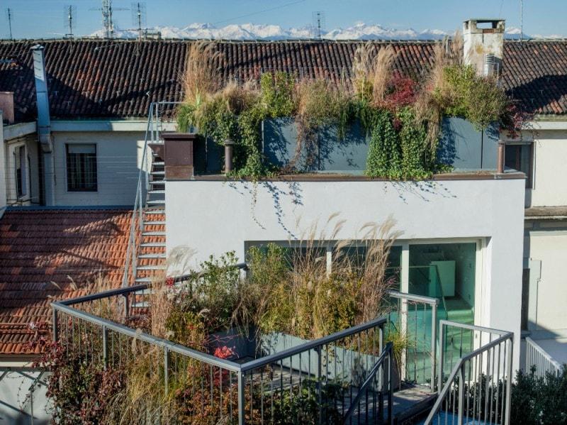 The number 6 particolare balconi diurno
