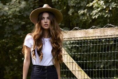Negin Mirsalehi capelli: le acconciature più belle di una beauty icon