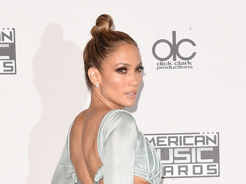 jennifer-lopez-american-music-awards-2015-02