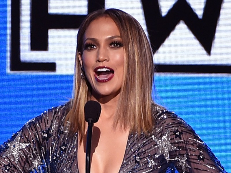 jennifer-lopez-american-music-awards-2015-04