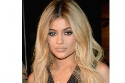 kylie-jenner-capelli-lunghi-biondi