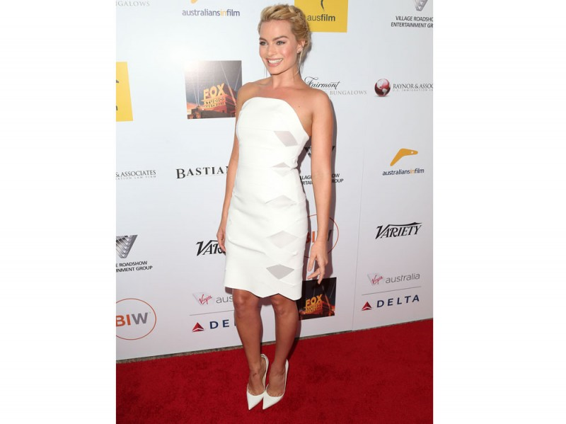 margot-robbie-tubino-bianco-dion-lee