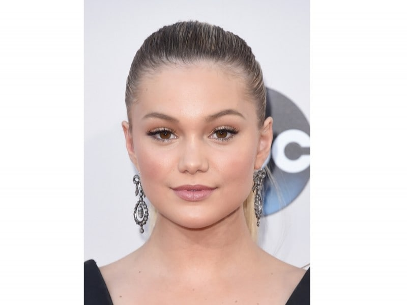 olivia-holt-american-music-awards-2015