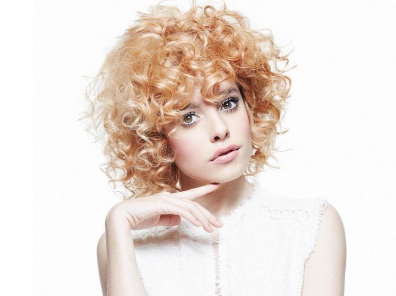 Taglio capelli ricci corti immagini