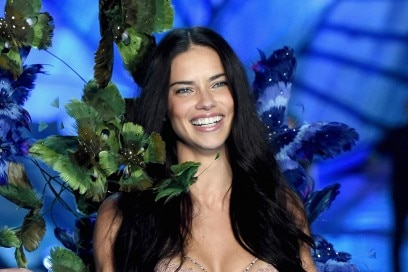 victoria-secret-fashion-show-2015-adriana-lima