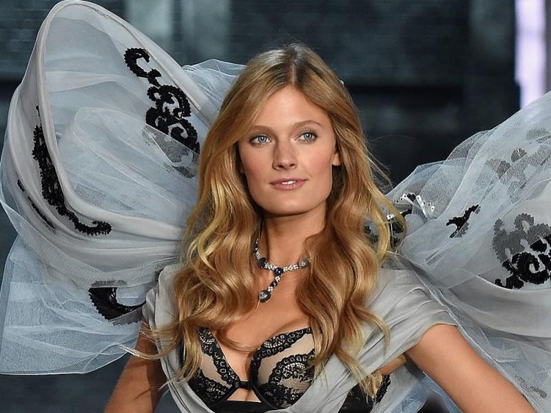 victoria-secret-fashion-show-2015-constance-jablonski