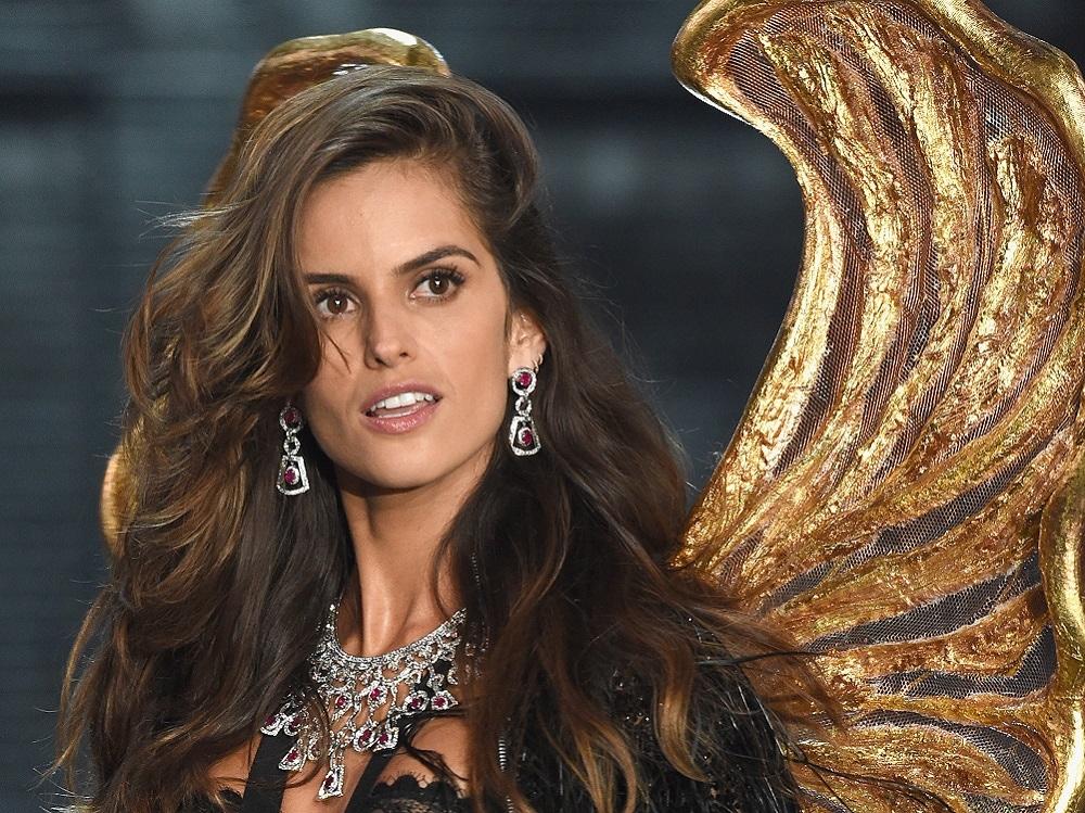 victoria-secret-fashion-show-2015-izabel-goulart