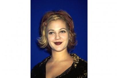 90s Drew Barrymore – Flipped Bob