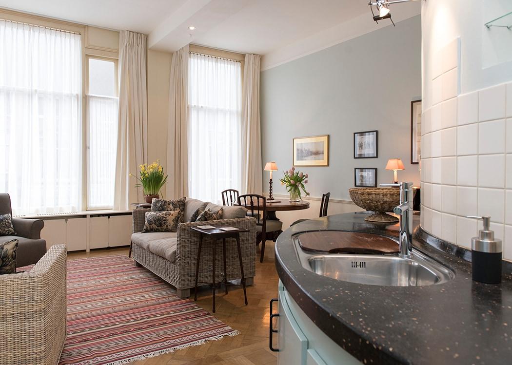 Amsterdam Airbnb: Magnificent Museumquarter Apartment
