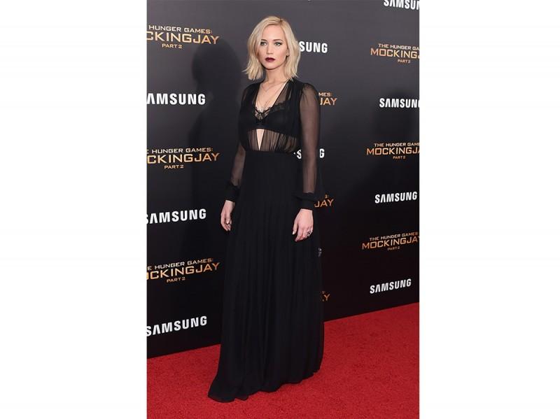 Jennifer Lawrence in Schiaparelli Couture