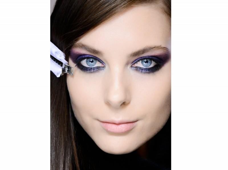 Occhi azzurri – Viola e grigio