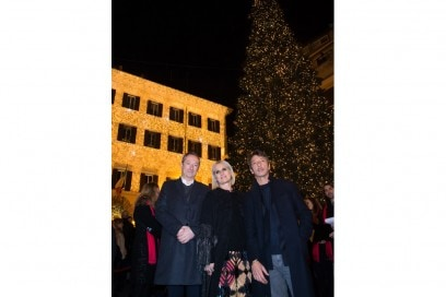 Valentino-Christmas-Tree-Lighting—Direttori-creativi-Maria-Grazia-Chiu…(1)