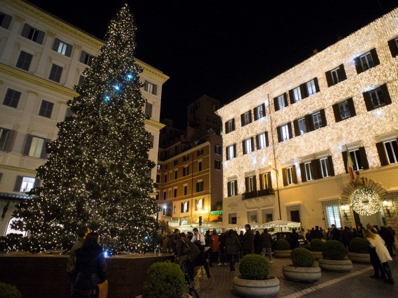 Valentino-Christmas-Tree-Lighting—Piazza-Mignanelli,-11-dicembre-2015-..