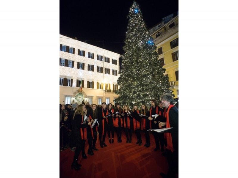 Valentino-Christmas-Tree-Lighting—Piazza-Mignanelli,-11-dicembre-2015-…