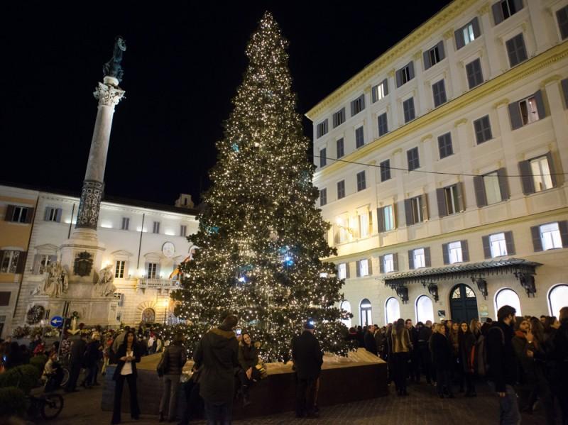 Valentino-Christmas-Tree-Lighting—Piazza-Mignanelli,-11-dicembre-2015-…(1)