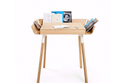 @archiproducts – A writing desk designed to reduce the difficulties of working in a mess.