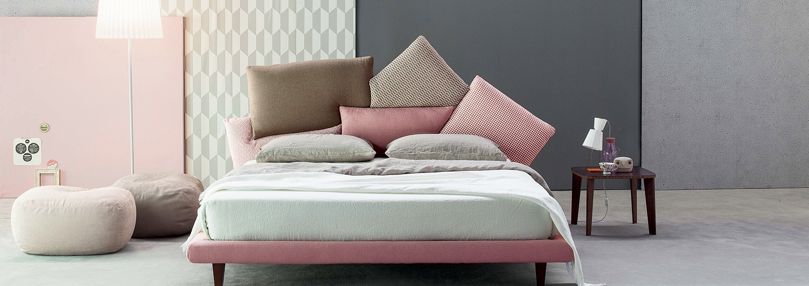 Camere da letto moderne le novit pi belle grazia - Poltrone moderne per camera da letto ...