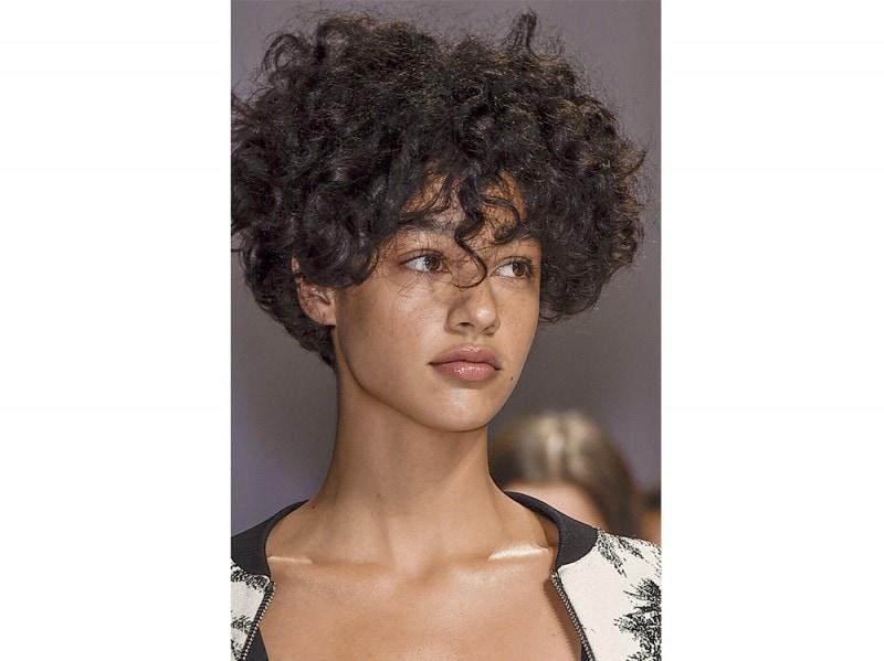 Immagini tagli capelli medi primavera 2016