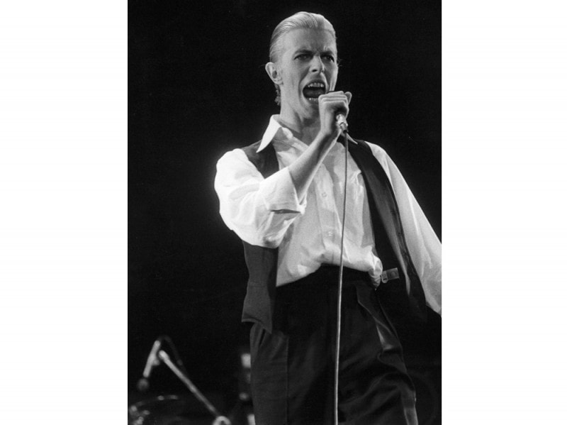 27th-May-1976-David-Bowie-performing-live-at-Wembley-stadium-during-his-Station-To-Station-tour