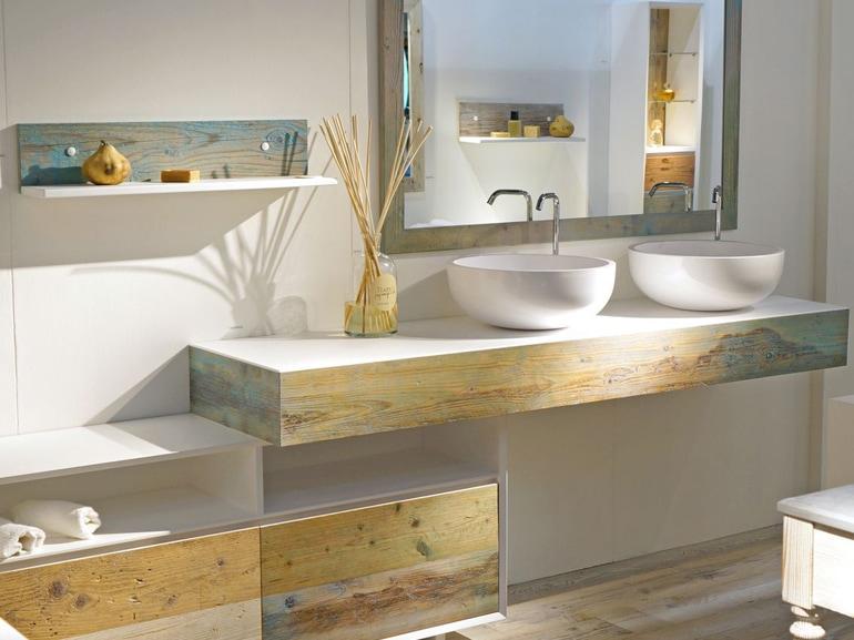 Arredare il bagno con il legno for Arredamento bianco e legno