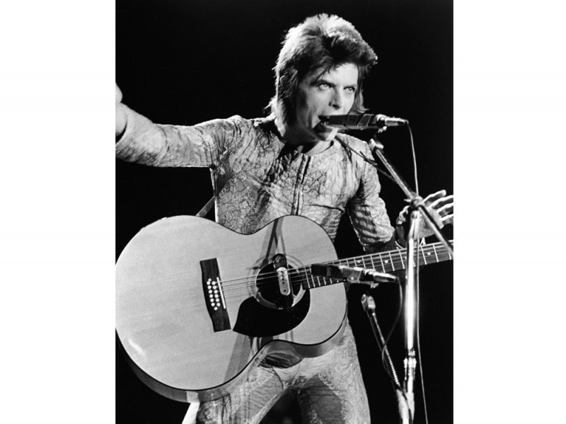 David-Bowie-Performing-As-Ziggy