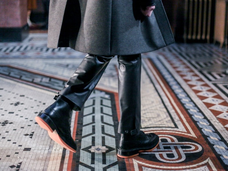 Dettagli-'orange'-per-i-boots-di-Pringle-of-Scotland-LCM-AW16-(1-di-2)