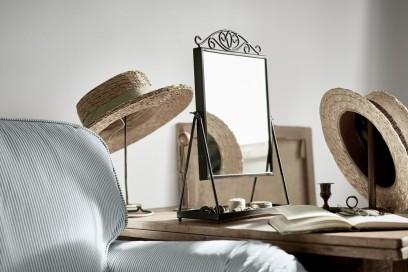 Lo specchio da tavolo KARMSUND