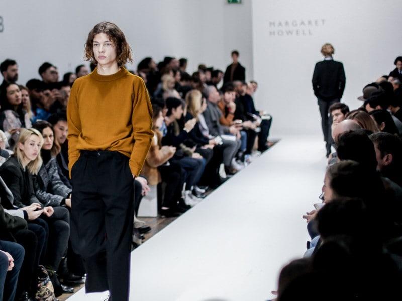 Soffice-maglione-da-portare-dentro-ai-cropped-chino-per-Margaret-Howell