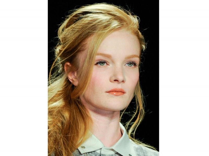 capelli-colore-tendenze-2016-sfilata-Carmen-Marc-Valvo