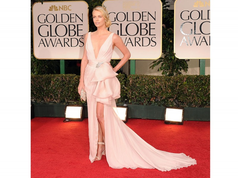 charlize-theron-dior-golden-globes-2012