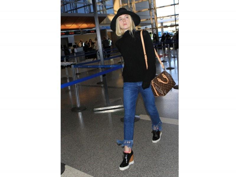 elle-fanning-jeans