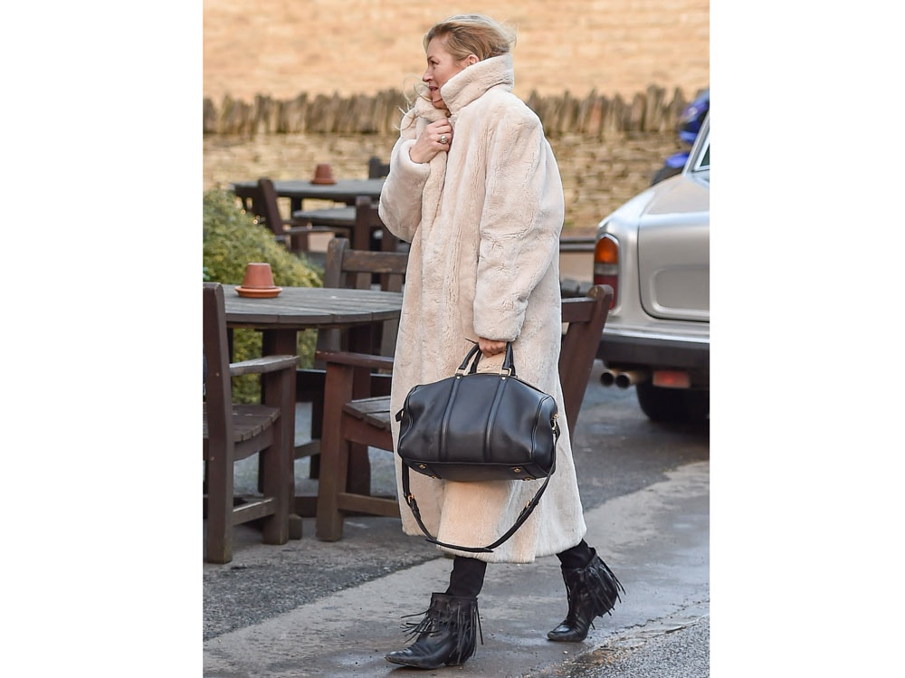 kate-moss-louis-vuitton-sc-satchel