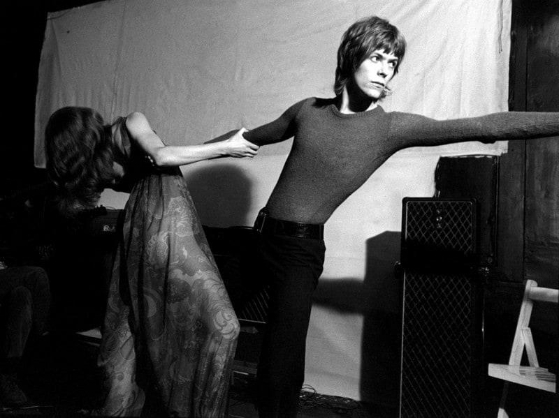 olycom–RETRO-DAVID-BOWIE—LA-POP-STAR-INGLESE-CON-HERMIONE-FARTHINGALE-,-LONDRA-1968