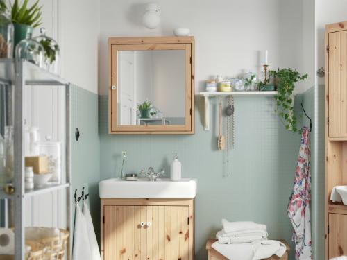 Specchio e mobile bagno legno ikea foto grazia