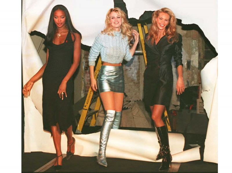 the-fashion-cafe-Naomi-Campbell,-Claudia-Schiffer-Elle-MacPherson-95-