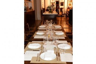 A1_Table-setting-at-Thomas's-restaurant