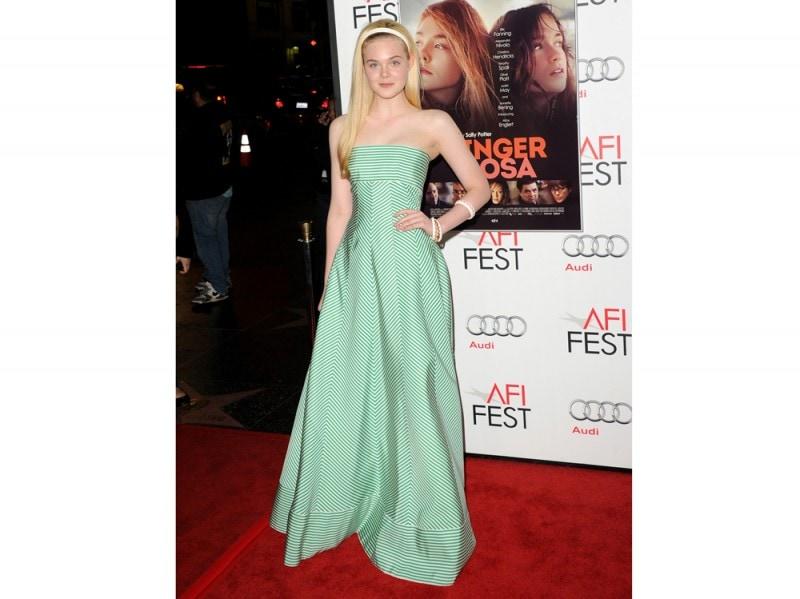 Elle Fanning in Oscar de La Renta verde