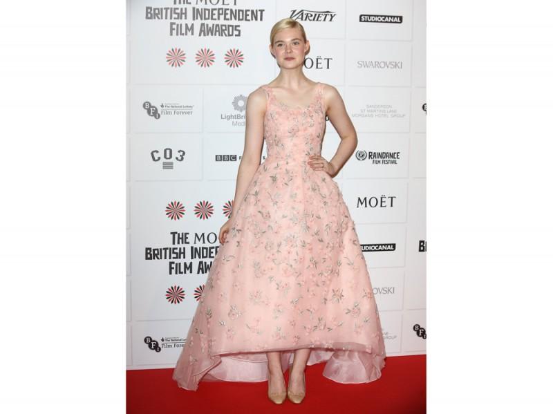 Elle Fanning in Oscar de la Renta rosa