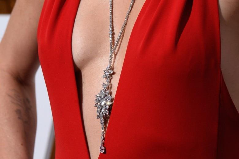 Charlize Theron agli Oscar con una collana da 3,7 milioni di dollari