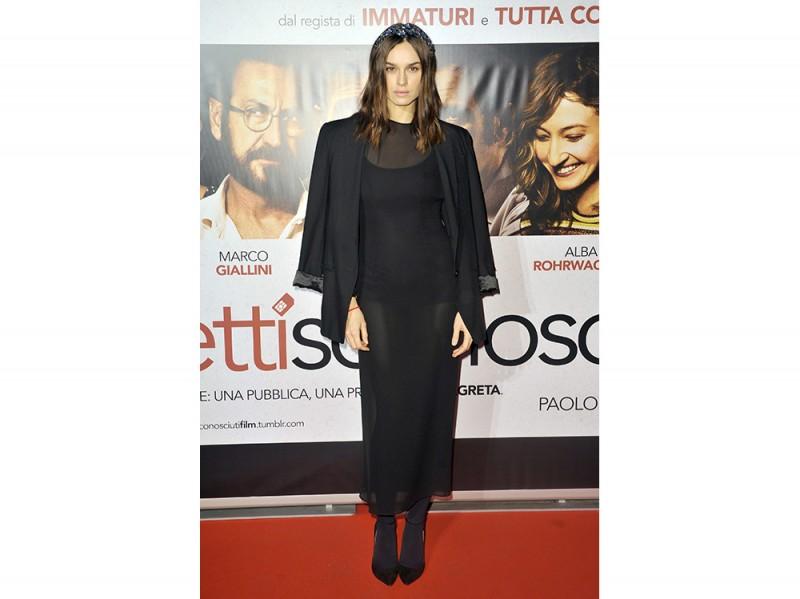 Kasia Smutniak in total black