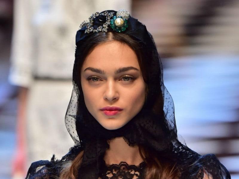 La modella Zhenya Katava dolce e gabbana
