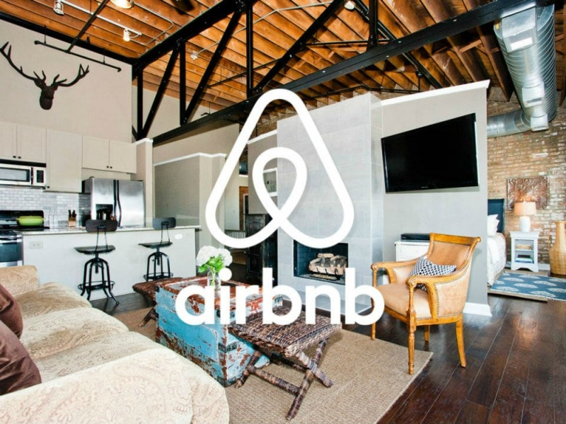 La partnership con Airbnb